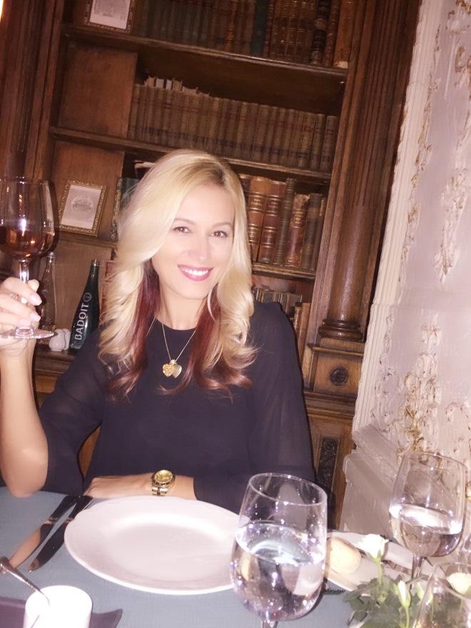 Un Pahar de Vin si O Vacanta la Moscova Gabriela Simion