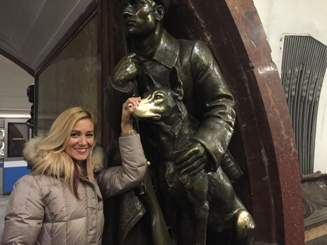 Oameni si Sttatui Gabriela Simion in Moscova