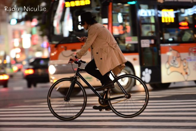 Tinuta office pe bicicleta in tokyo