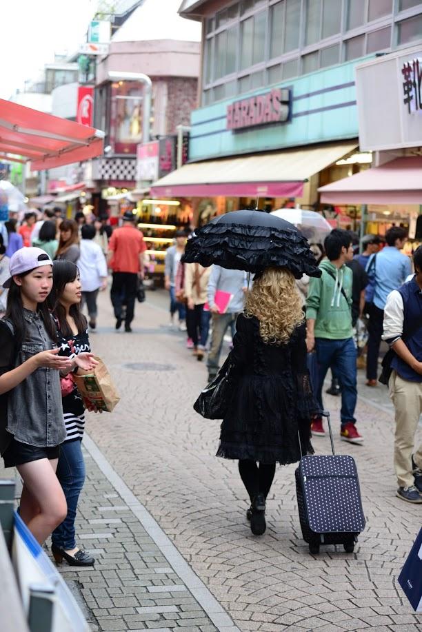 Vacanta la Tokyo Dark Fashion