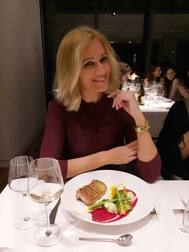 Gabriela Simion Se Hraneste cu Zambete