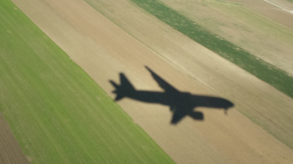 gabriela-simion-avioane-si-umbre
