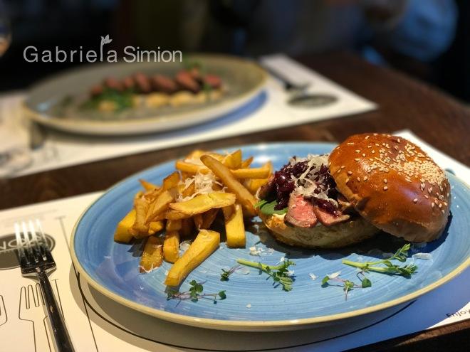 Burger de Vita Noa Restoclub Gabriela Simion