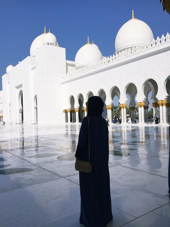 Gabriela Simion Tinuta Traditionala Marea Moschee din Abu Dhabi