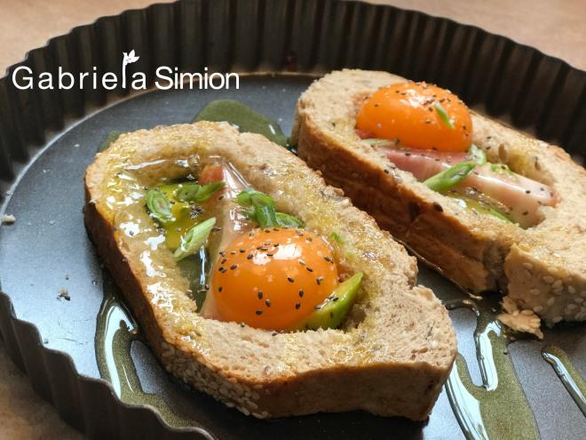 fotografii-reteta-mic-dejun-oua-in-paine-cu-bacon-si-avocado-gabriela-simion
