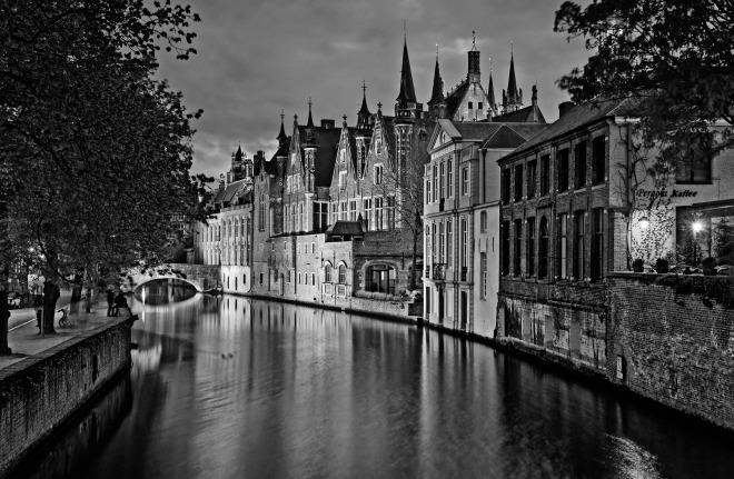 Gabriela Simion Poze Bruges Alb si Negru.jpg