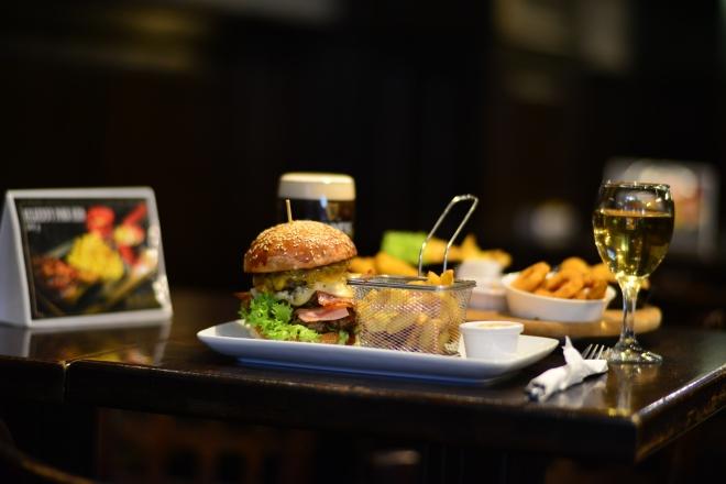 Meniu Burger, St. Patrick Irish Pub, Gabriela Simion