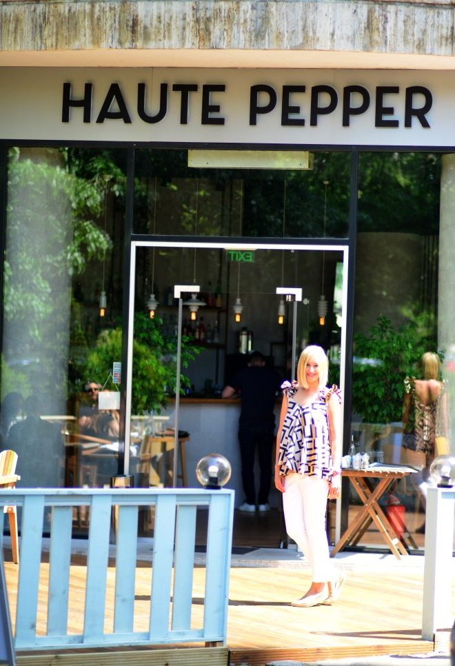 Intrare Restaurant Haute Pepper, Gabriela Simion