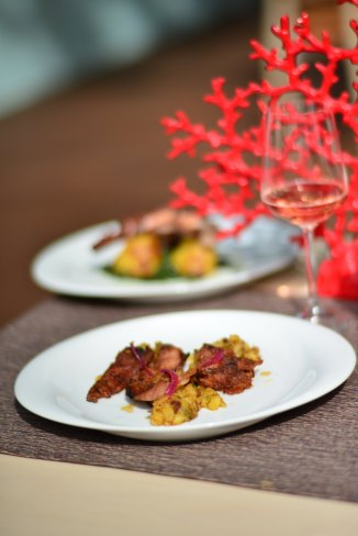 Porc Dancing Lobster, Restaurant Portughez, Gabriela Simion