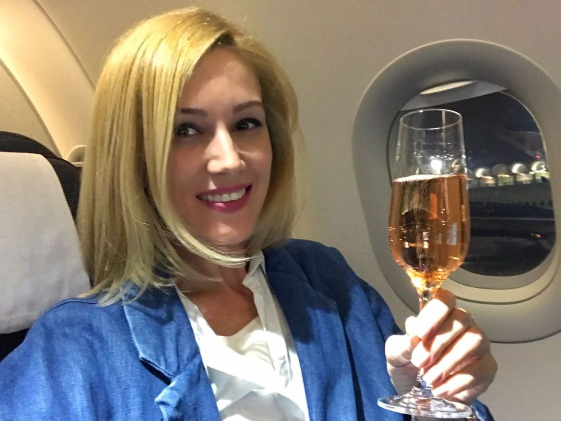 Zborul Cu Avionul, Gabriela Simion, Un pahar de Rose