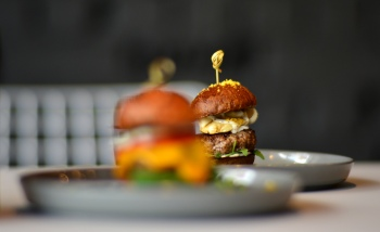Burger Vita EMTE Burger & Street Food Gourmet, Gabriela Simion