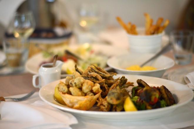 Platou Gustari Restaurant, Cherhanaua Ancora, Gabriela Simion