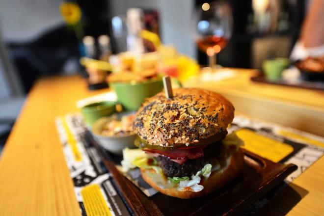 Burger d20 Urban Bistro, Gabriela Simion