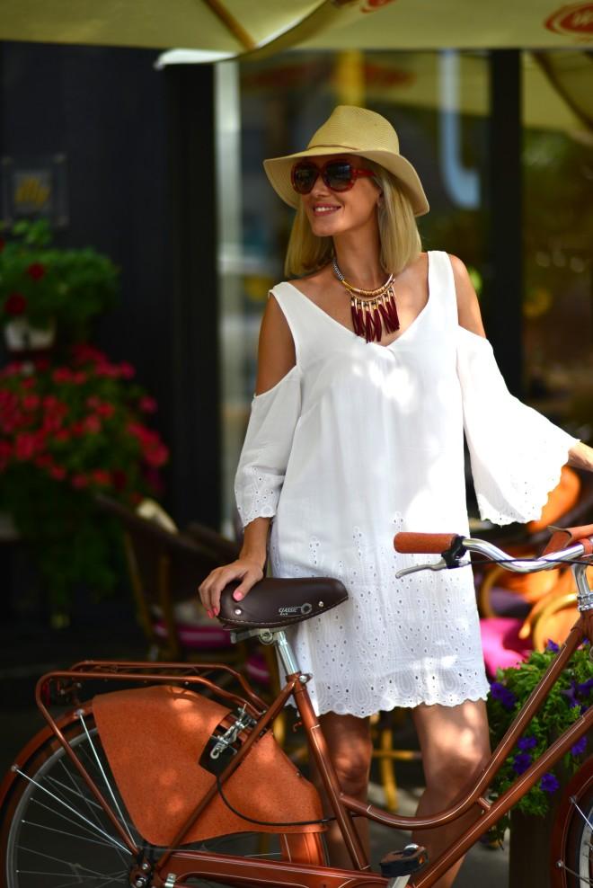 d20 Urban Bistro, Gabriela Simion pe Bicicleta