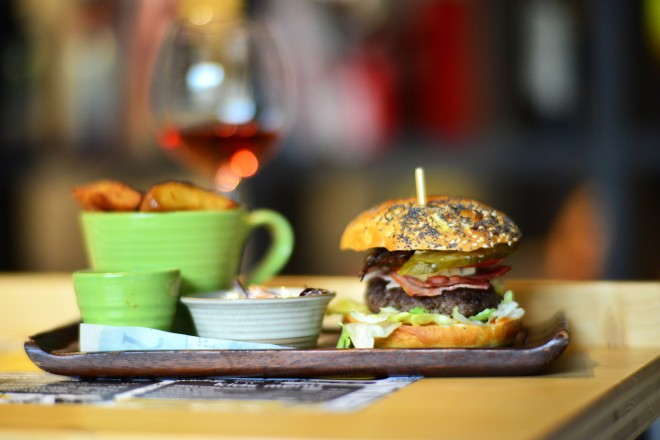 Meniu Burger d20 Urban Bistro, Gabriela Simion