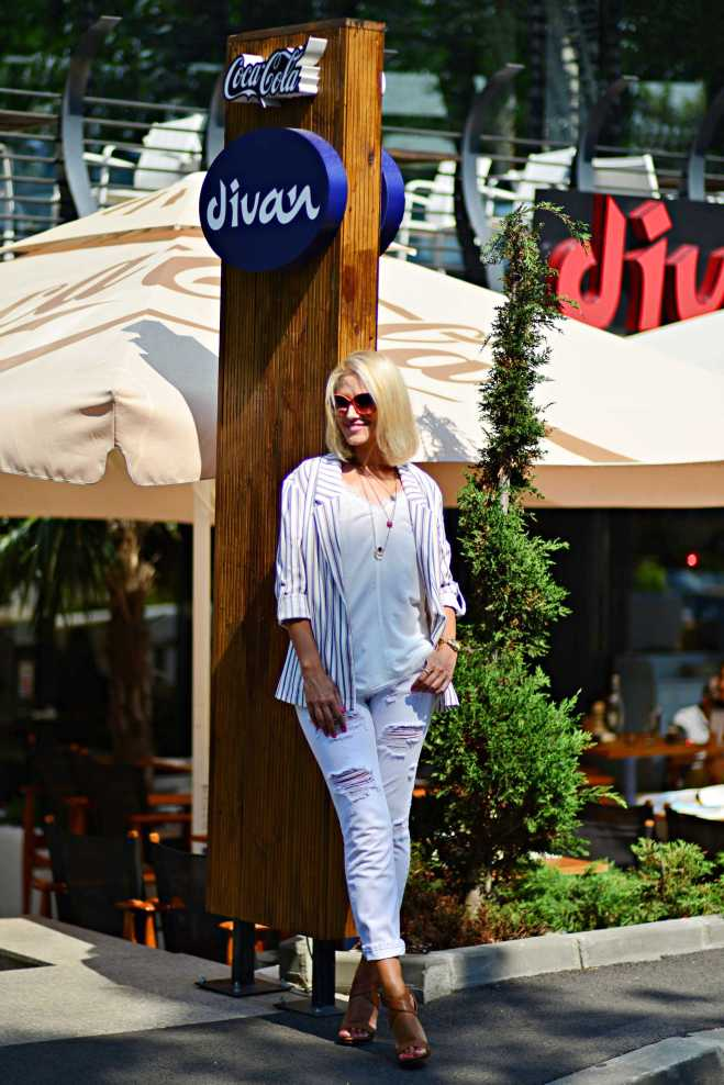 Review Divan Barbu Vacarescu, Gabriela Simion