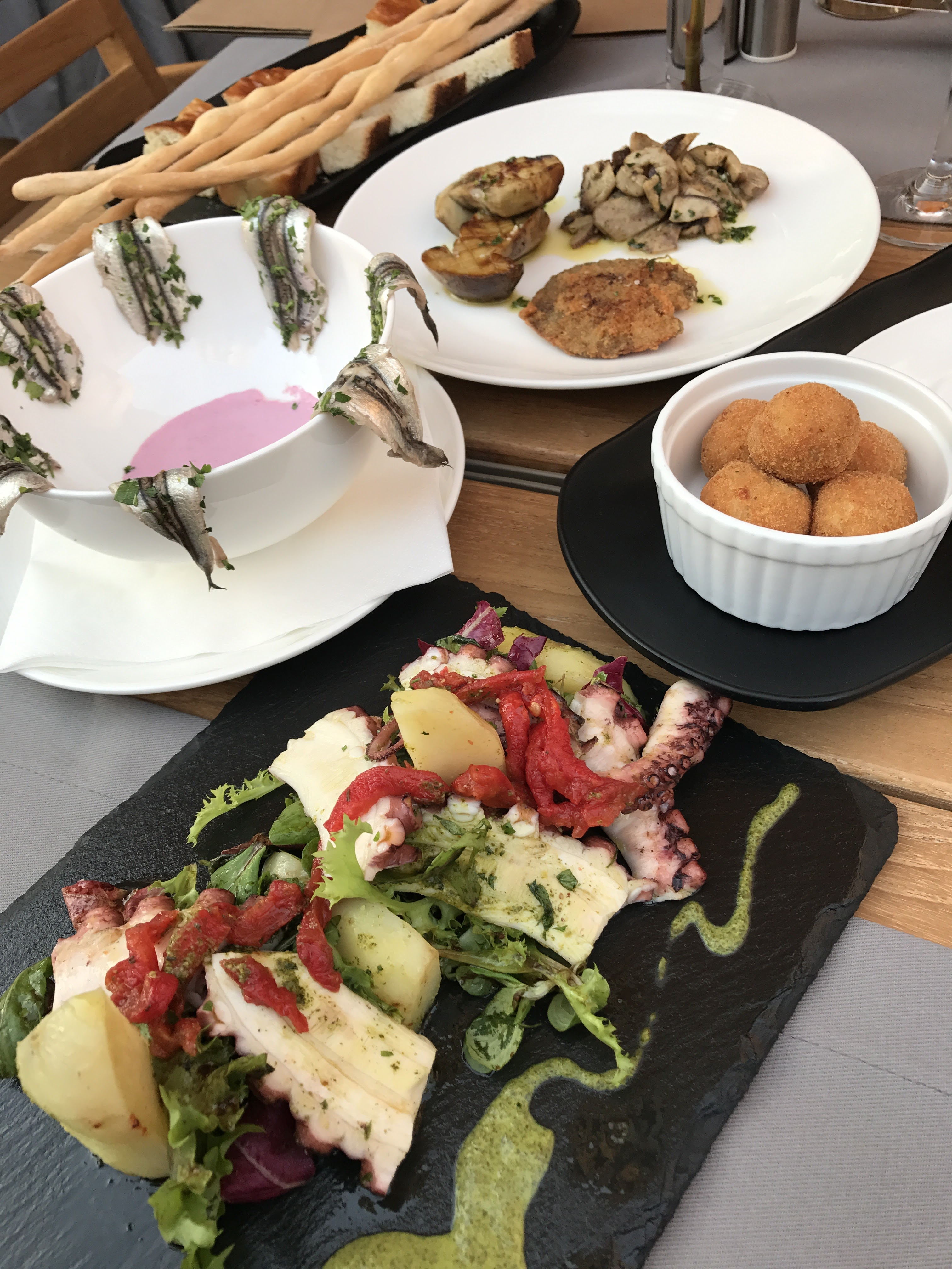 Aperitive Restaurant Sardin, Gabriela Simion,